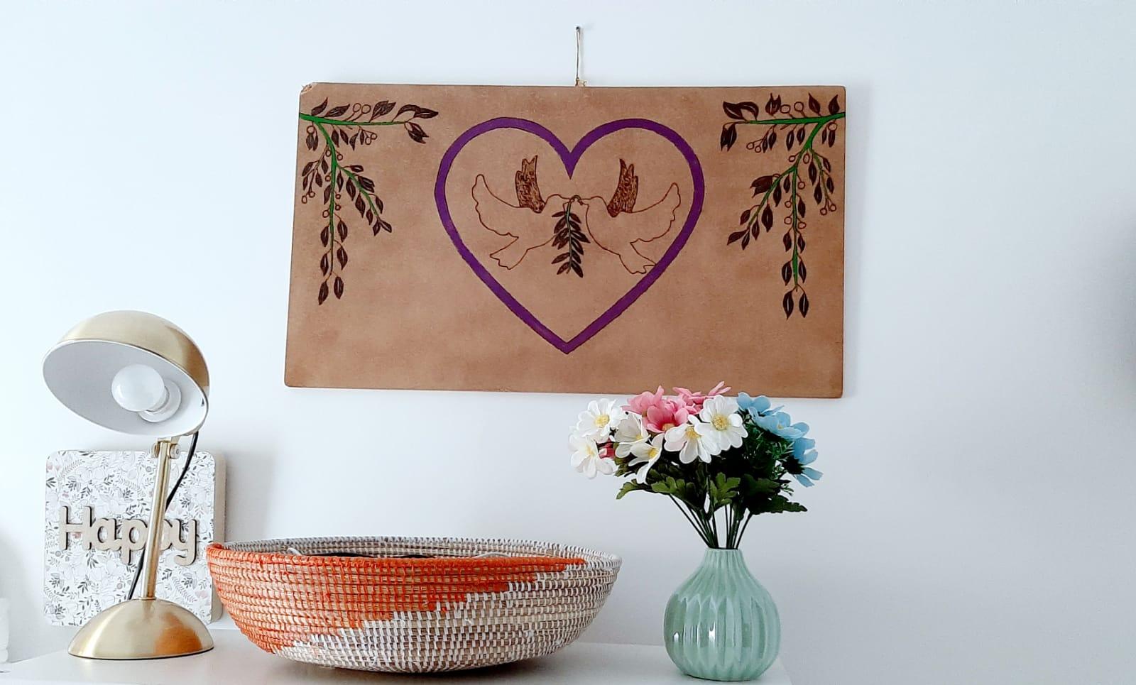 Tableau de deux colombes dans un cœur